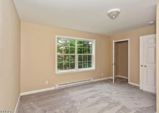 Foreclosed Home en COUNTRY PLACE DR, Tobyhanna, PA - 18466