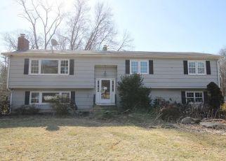 Casa en ejecución hipotecaria in Orange, CT, 06477,  ZAK CT ID: F4255192