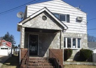 Foreclosed Home en ETHEL ST, Valley Stream, NY - 11580