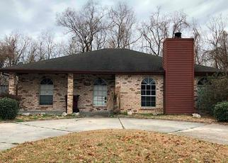 Foreclosed Home in RIVERVIEW DR, Saint Rose, LA - 70087