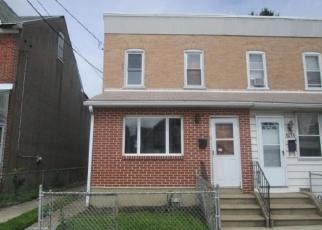 Foreclosed Home en E 11TH ST, Crum Lynne, PA - 19022