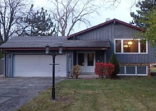 Foreclosed Home en W REDWOOD DR, New Berlin, WI - 53151