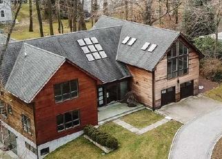 Foreclosed Home en PRIORY LN, Pelham, NY - 10803