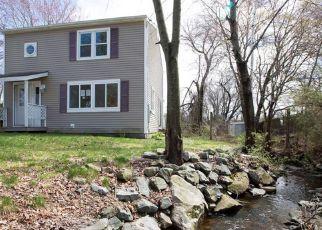Casa en ejecución hipotecaria in West Warwick, RI, 02893,  LOCKWOOD ST ID: F4263887