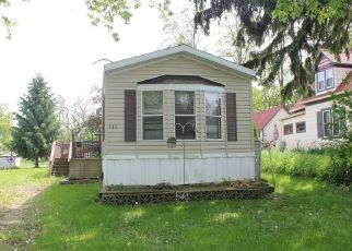 Foreclosed Home en W 1ST ST, Waldo, WI - 53093