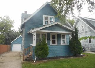 Foreclosed Home en W NEWHALL AVE, Waukesha, WI - 53186