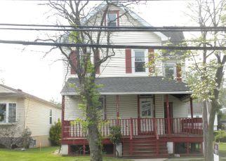 Casa en ejecución hipotecaria in Sharon Hill, PA, 19079,  ELMWOOD AVE ID: F4270665