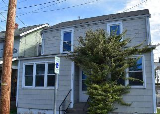 Casa en ejecución hipotecaria in Charleston, WV, 25302,  MAIN ST ID: F4270946