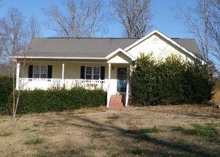 Foreclosed Home en VAN DELL DR, Rock Spring, GA - 30739