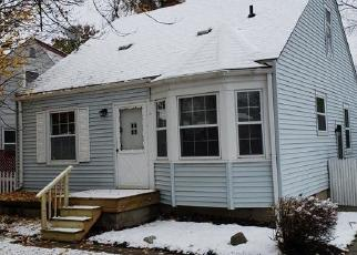 Foreclosed Home en MIDDLEBELT RD, Farmington, MI - 48336