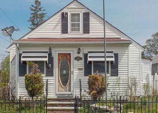 Casa en ejecución hipotecaria in Cranston, RI, 02910,  LEGION WAY ID: F4272733