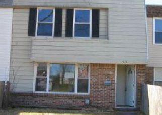 Casa en ejecución hipotecaria in Virginia Beach, VA, 23452,  S CLUB HOUSE RD ID: F4273834