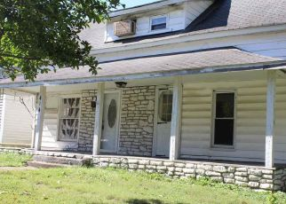 Foreclosed Home in S 8TH ST, Murray, KY - 42071