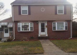 Casa en ejecución hipotecaria in Cranston, RI, 02910,  FAIRLAWN ST ID: F4278053