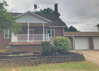 Foreclosed Home en W MAIN ST, Aliquippa, PA - 15001