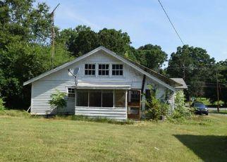 Casa en ejecución hipotecaria in Gastonia, NC, 28052,  DAVIS PARK RD ID: F4283857