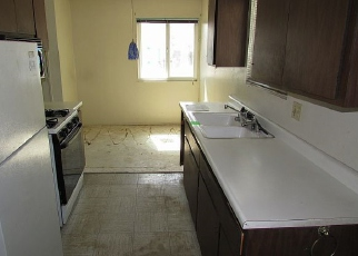 Foreclosed Home in BUENA HILLS DR, Oceanside, CA - 92056