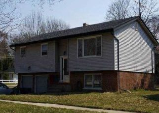 Foreclosed Home en BLACKHAWK DR, Elgin, IL - 60120