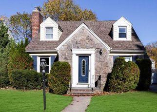 Foreclosed Home en FONDA RD, Rockville Centre, NY - 11570