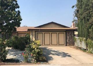 Foreclosed Home en VILLAGE WOOD DR, Sacramento, CA - 95823