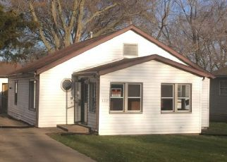 Foreclosed Home in S 12TH ST, Pekin, IL - 61554