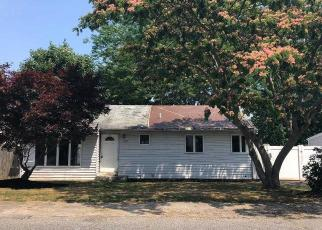 Foreclosed Home in MANATUCK BLVD, Bay Shore, NY - 11706