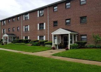 Foreclosed Home en PARK AVE, Amityville, NY - 11701