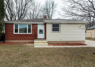Foreclosed Home en VAN DEUREN ST, Green Bay, WI - 54302
