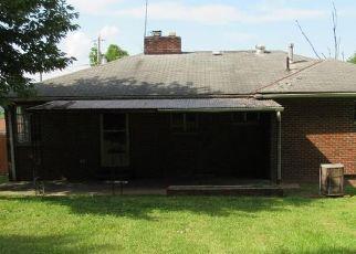 Casa en ejecución hipotecaria in Saint Albans, WV, 25177,  OAKLAND AVE ID: F4287668
