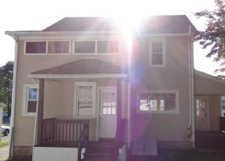 Foreclosed Home en OAKLAND ST, Stratford, CT - 06615
