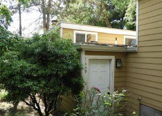 Casa en ejecución hipotecaria in West Linn, OR, 97068,  VILLAGE PARK PL ID: F4288205
