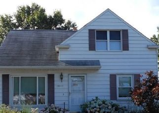 Foreclosed Home en WEBER AVE, Wickliffe, OH - 44092