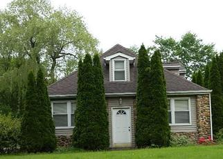Foreclosed Home en MOHAWK DR, Wallingford, CT - 06492