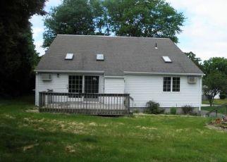 Foreclosed Home en HOSCOTT DR, Uncasville, CT - 06382