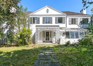 Foreclosed Home en COLEYTOWN RD, Westport, CT - 06880