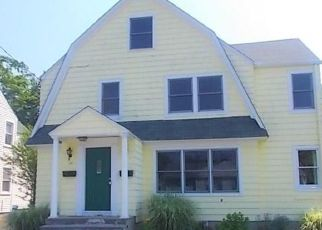 Foreclosed Home en COURTLAND AVE, Bridgeport, CT - 06605