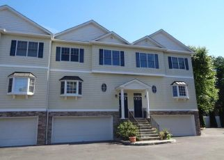 Foreclosed Home en E HAYESTOWN RD, Danbury, CT - 06811