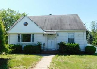 Foreclosed Home en FAIRVIEW AVE, Terryville, CT - 06786