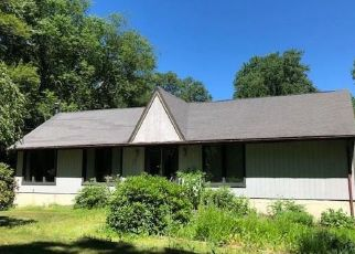 Foreclosed Home en RAILTREE HILL RD, Woodbury, CT - 06798