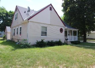 Foreclosed Home en N 74TH ST, Milwaukee, WI - 53218