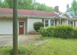 Foreclosed Home en MUSH CREEK RD, Travelers Rest, SC - 29690