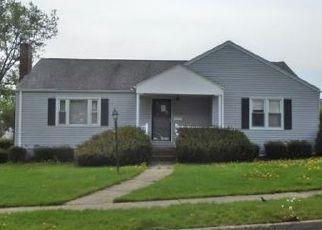 Foreclosed Home en CRESCENT DR, Endicott, NY - 13760