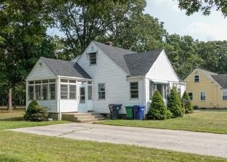 Foreclosed Home in HELEN AVE, Warwick, RI - 02886
