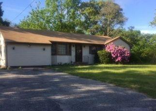 Foreclosed Home en IRONWOOD ST, Islip, NY - 11751