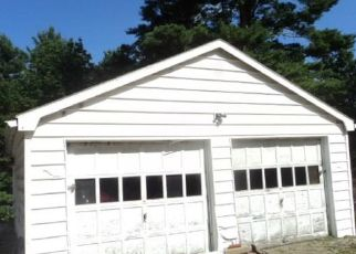 Foreclosed Home en RIVERSIDE DR, North Grosvenordale, CT - 06255