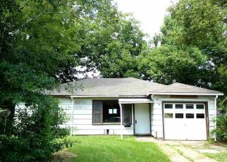 Foreclosed Home in W LYNWOOD DR, Beaumont, TX - 77703