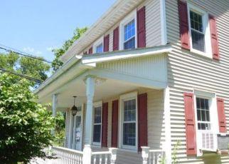 Foreclosed Home en SULLIVAN TRL, Easton, PA - 18040