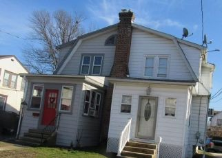 Foreclosed Home en N RIDGEWAY AVE, Glenolden, PA - 19036