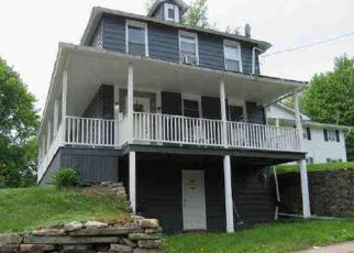 Foreclosed Home en DUNDAFF ST, Carbondale, PA - 18407