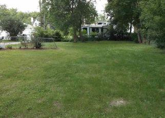 Foreclosed Home en BARK LAKE DR, Hubertus, WI - 53033